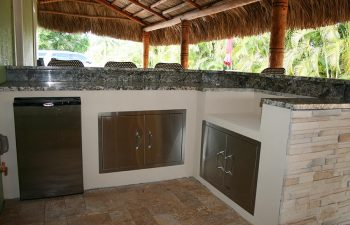 outdoor kitchen under tiki roof