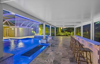 Swimming pool under an openwork steel structure